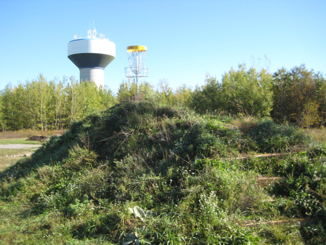The course is located in the Sandy Hollow area at 434 Ferndale Drive North, in the northern section of the Barrie landfill lands. Access to the course is from the driveway beside the Ferndale Drive North Water Tower, just south of Benson Drive